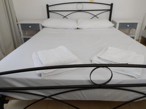 A bed or beds in a room at Nitsas studio's