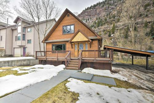 Updated Mtn Home with Deck on Uncompahgre River during the winter