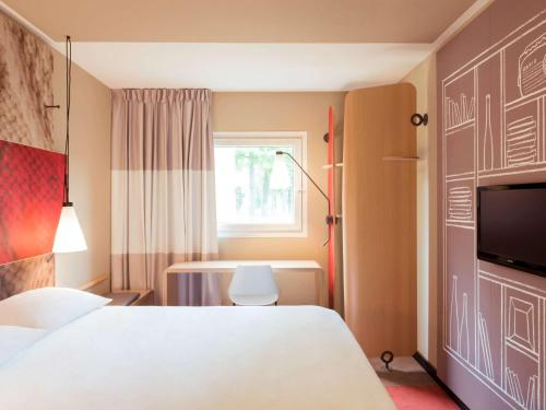 A bed or beds in a room at ibis Aachen Marschiertor - Aix-la-Chapelle
