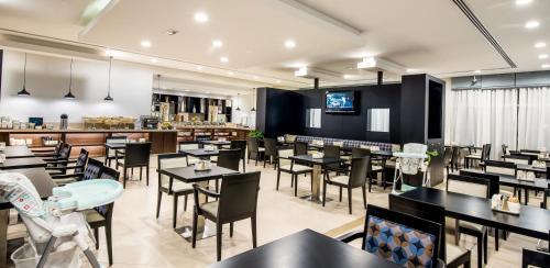 Restaurace v ubytování Holiday Inn Express Dubai, Jumeirah, an IHG Hotel