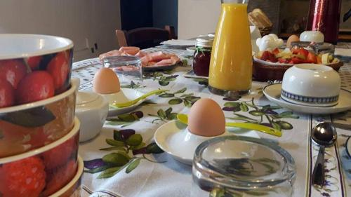 Breakfast options available to guests at Agriturismo Poggio all'Olmo