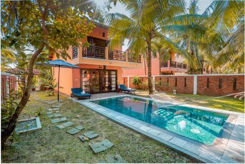 Het zwembad bij of vlak bij Le Belhamy Beach Resort & Spa, Hoi An