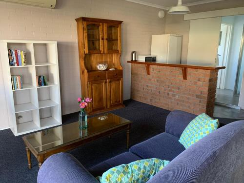 A seating area at Ulladulla Harbour Motel