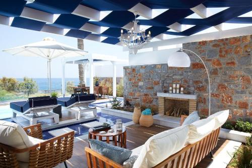 A restaurant or other place to eat at Radisson Blu Beach Resort, Milatos Crete
