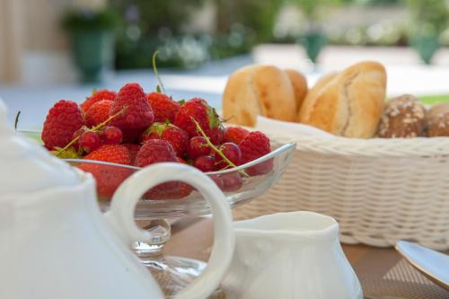 Breakfast options available to guests at Relais Fra' Lorenzo