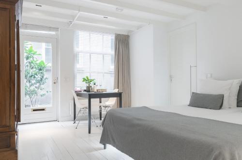 เตียงในห้องที่ Prinsenhof Suite