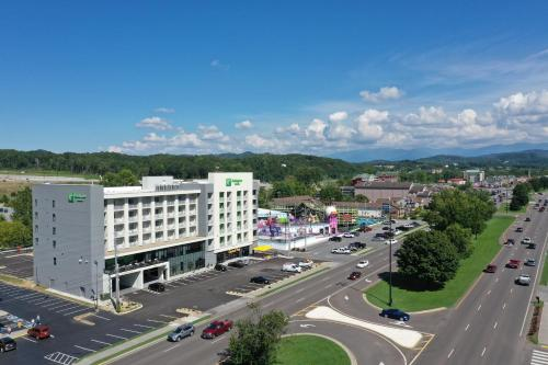 Holiday Inn & Suites - Pigeon Forge Convention Center, an IHG Hotel