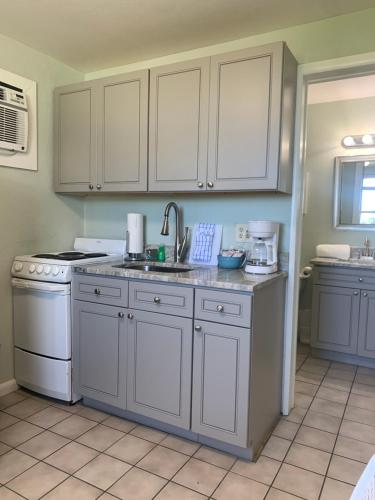 A kitchen or kitchenette at Sea Aire Motel