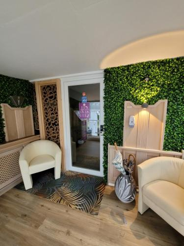 A seating area at Ambiente Hotel garni