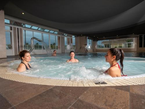The swimming pool at or close to Mercure Thalasso & Spa Port Fréjus