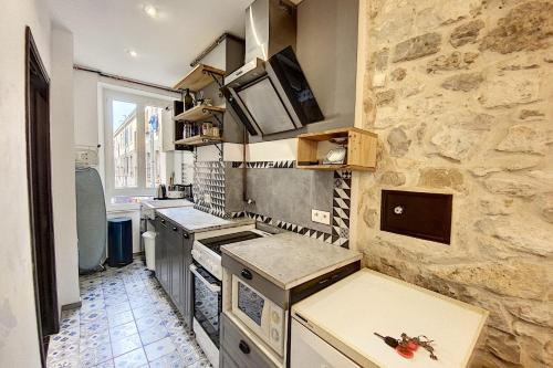 A kitchen or kitchenette at Lovely Apartment at la Joliette