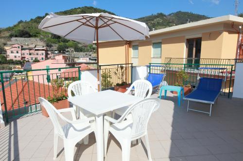 A balcony or terrace at Hotel Souvenir