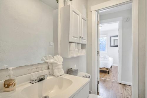 A bathroom at 1BR Getaway, Ivywild Neighborhood