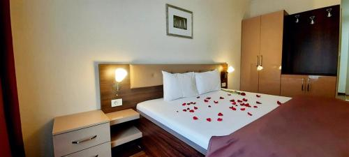 A bed or beds in a room at Hotel DOA