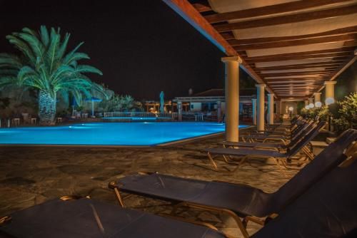 The swimming pool at or close to Alma Hotel