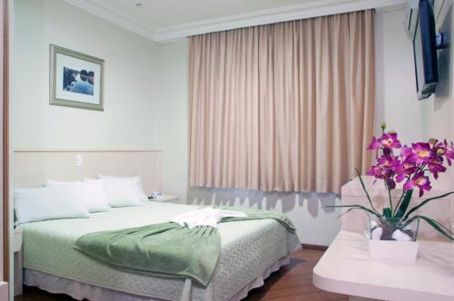 Cama ou camas em um quarto em Grande Hotel Guarapuava