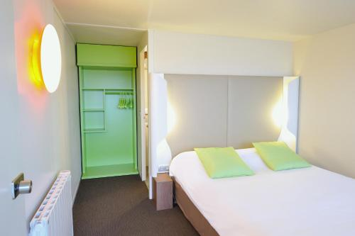 A bed or beds in a room at Campanile Pont-à-Mousson