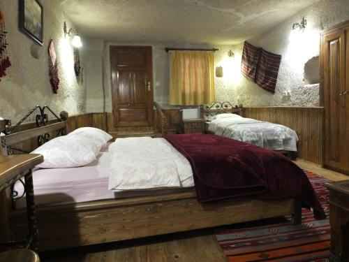 A bed or beds in a room at Anatolia cave hotel Pension