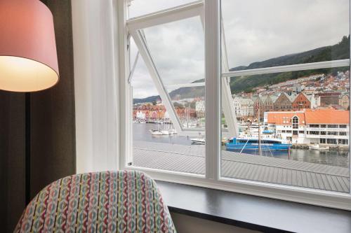 Utsikt mot bassenget på Scandic Torget Bergen eller i nærheten