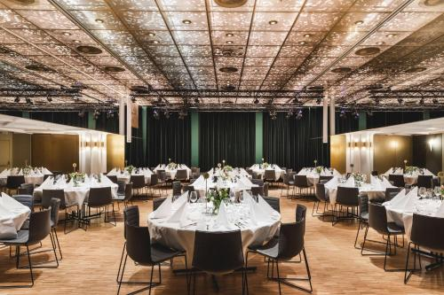A restaurant or other place to eat at Hotel Norge by Scandic