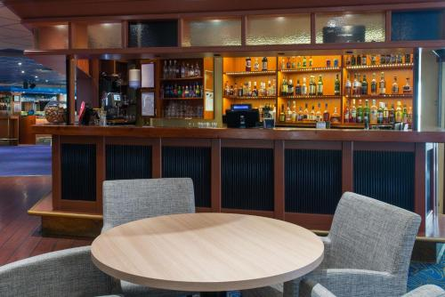 The lounge or bar area at Scandic Waskia