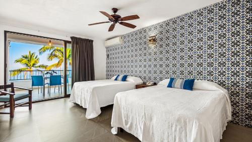 A bed or beds in a room at Playa Conchas Chinas