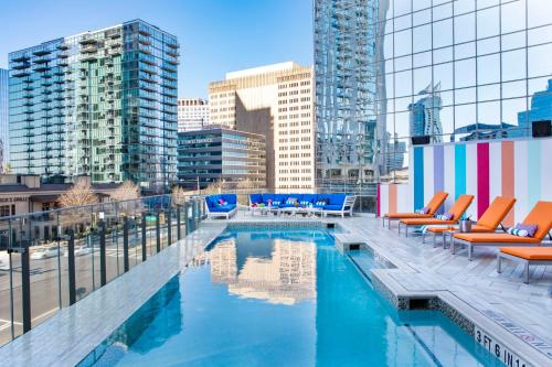 The swimming pool at or close to Hotel Colee, Atlanta Buckhead, Autograph Collection