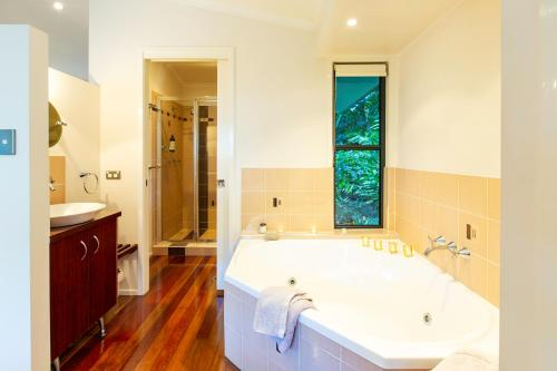 A bathroom at Lovestone Cottages