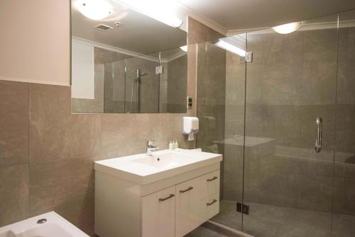 A bathroom at Belle Mer Beachfront Apartments - Self Serviced