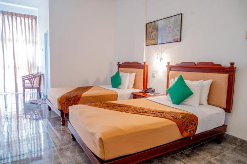 A bed or beds in a room at Olympus Plaza Hotel