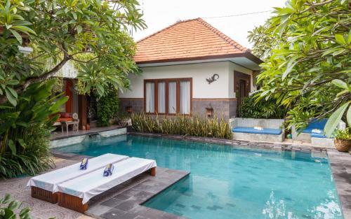 The swimming pool at or close to Ganesha room