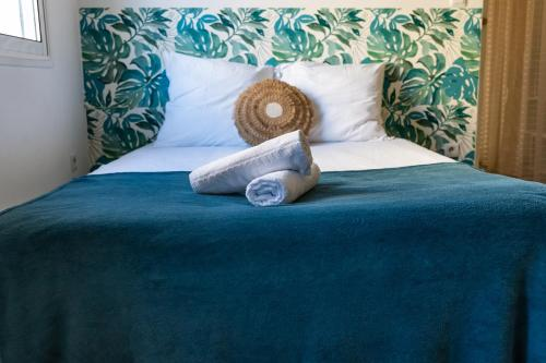 A bed or beds in a room at Exotic Chic & Calm - Lumineux - Clim/WiFi/Netflix