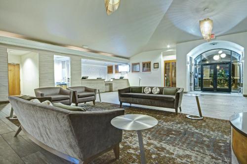 Lounge oder Bar in der Unterkunft Desert Rose Resort