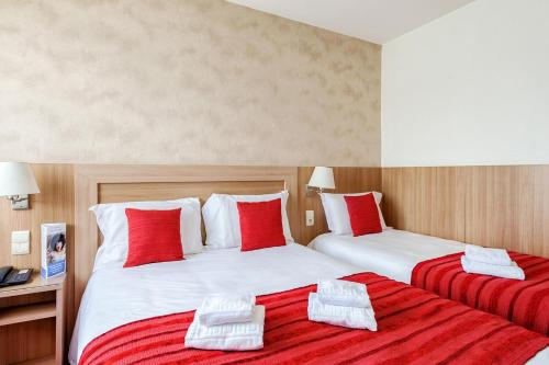 A bed or beds in a room at Brit Hotel Confort Castres