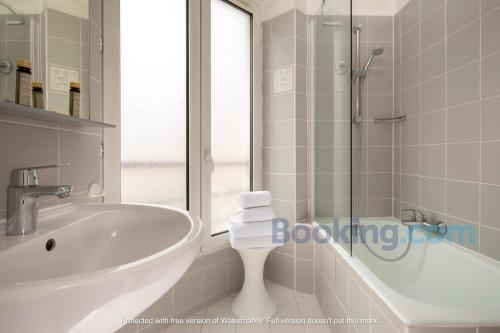 Een badkamer bij Hôtel des 3 Collèges
