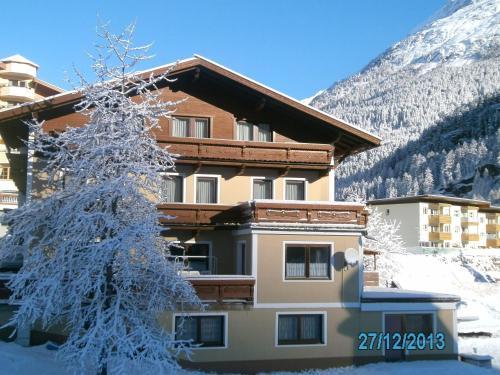 Gästehaus Hirschenhof during the winter