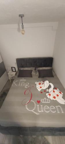 Postel nebo postele na pokoji v ubytování King&Queen