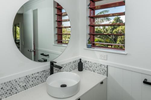 A bathroom at Oasis at Palm Cove
