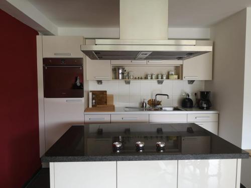 Een keuken of kitchenette bij Moselromantik Hotel THUL