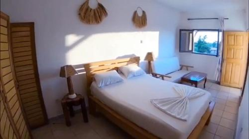 A bed or beds in a room at Villa Saint-Sulpice Apt avec piscine