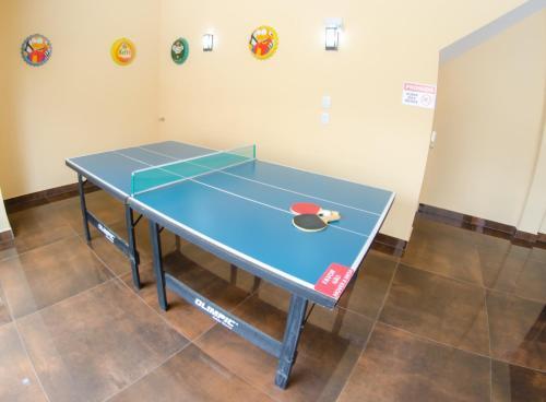 Ping-pong facilities at Villarejo Parque Hotel or nearby