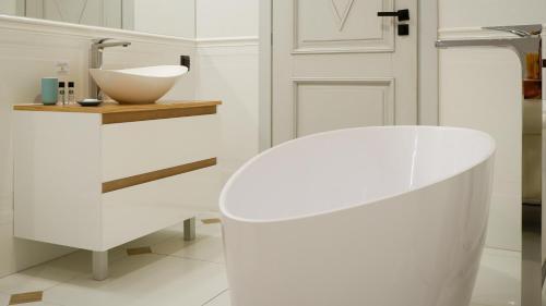 A bathroom at Apartamenty Szeroka 23