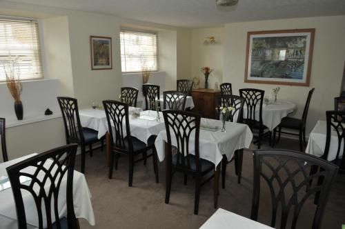A restaurant or other place to eat at Alister Guest House