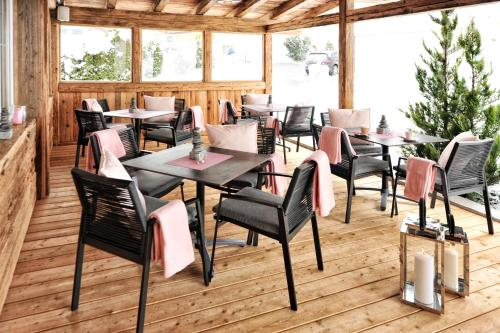 A restaurant or other place to eat at Alpenstern