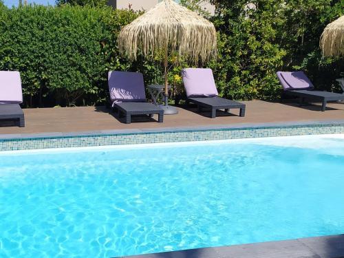 The swimming pool at or near Le Synaya