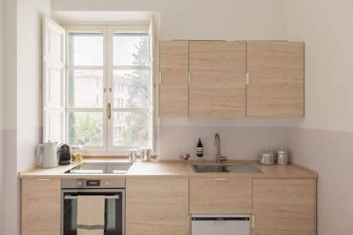 Cucina o angolo cottura di iFlat Sunny and Colorful Esquilino Apartment