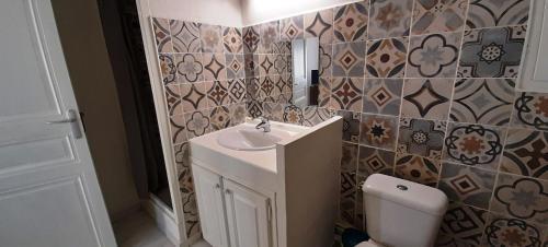 A bathroom at LOCABED - MARSEILLE CENTRE 2 PIECES 2 PERSONNES