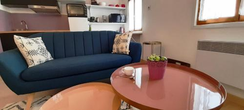A seating area at LOCABED - MARSEILLE CENTRE 2 PIECES 2 PERSONNES