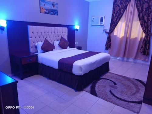 Cama ou camas em um quarto em Jazan Royal Suites