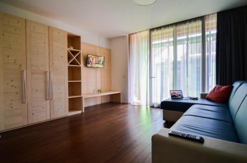Area soggiorno di Komodo short stay apartments